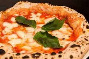 Enjoy classic a Neapolitan margherita @Lucia's